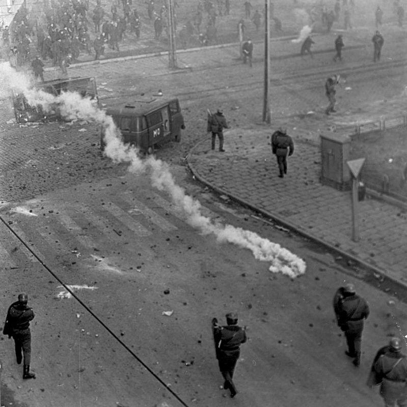 Do zaciętych walk ze stoczniowcami doszło na ul. Stanisława Dubois, 17.12.1970r.