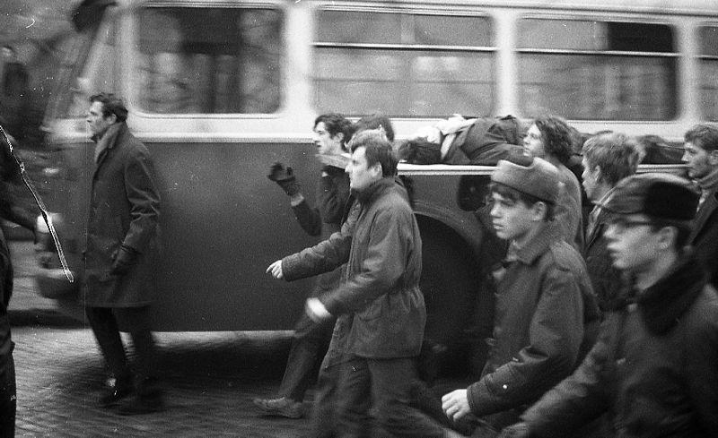 Pochód mieszkańców Gdyni z ciałem Janka Wiśniewskiego, ul. Czerwonych Kosynierów (ob. Morska), 17.12.1970r.