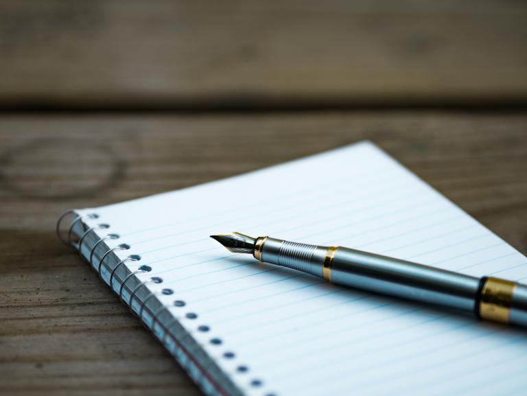 Pióro i niezapisany zeszyt